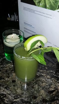 Dünya Saati uygulamasına özel elma, kereviz ve salatalıktan oluşan kokteylimiz // Earth Hour cocktail made with apple, celery and cucumber.