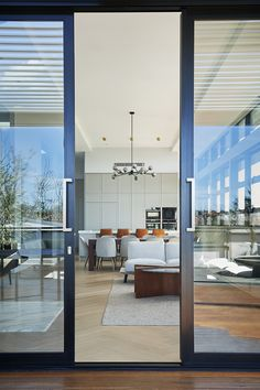 The Stegbar alumiere sliding patio door allows you to invite nature inside, adding an extra dimension to your living area. Aluminium Sliding Doors, Sliding Patio Doors, Sliding Windows, Salon Reception Desk, Stacker Doors, Window Awnings, Pool Ideas, Facades, Fences