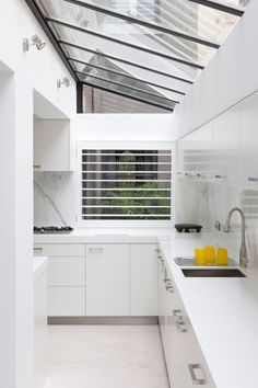 Home improvements that require planning permission - by Phil Spencer Kitchen extension with glazing natural skylights cuisine amenagee dans la veranda Dirty Kitchen Design, Outdoor Kitchen Design, Dirty Kitchen Ideas, Kitchen Designs, Kitchen Interior, Kitchen Decor, Diy Kitchen, Kitchen Dining, Architecture Renovation