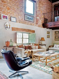 Charming refuge with inviting interiors in the Spanish countryside