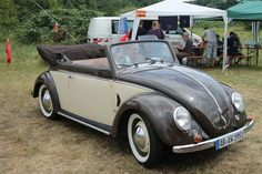 Cuba Today, Vw Cabriolet, Vw Group, Volkswagen Bus, Vw Beetles, Old Cars, Bugs, Antique Cars, Classic Cars