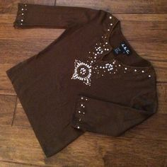no snags, no missing beads or sequins. Gold sequins and beads on Brown elbow length top65% Viscose, 35% Nylon. 25% off only in bundles of three or more J.A.C. Tops Tees - Long Sleeve