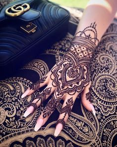 Mehendi – The word itself says all in regards to traditional practice of making Henna tattoos on hands or legs, … Henna Tattoo Hand, Henna Tattoo Designs, Henna Tattoos, Mehndi Designs, Henna Tattoo Muster, Cute Henna Designs, Simple Henna Tattoo, Beautiful Henna Designs, Mandala Tattoo