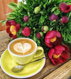 Coffee Love, Coffee Art, Good Morning Coffee, Aesthetic Food, Flower Wallpaper, Paper Flowers, Food Photography, Mugs, Tableware