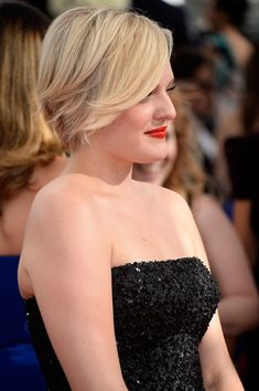 Elisabeth Moss great hair and makeup at the Emmys 2013 Lainey Gossip Entertainment Update
