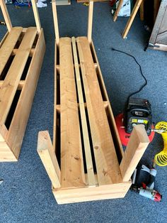 Elevated Planter Box, Raised Planter Boxes, Garden Planter Boxes, Diy Planters, Planter Beds, Vegetable Planter Boxes, Tomato Planter, Vegetable Garden, Building A Raised Garden