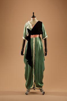 Evening dress ~ (1910's)