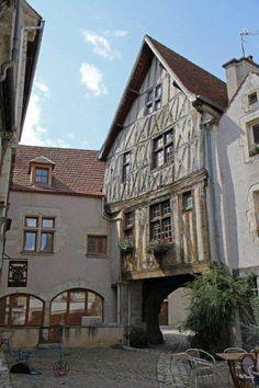 Noyers sur Serein - Cité Médiévale..Yonne Beau Site, Beaux Villages, Aquitaine, Alsace, France Travel, Architecture, Provence, Places To Visit, Burgundy