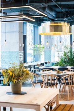 Kane World Food Studio Restaurant & Bar Bucarest / Romania / 2017 - Bogdan Ciocodeica Design Bar Restaurant, Hotel Restaurant, Restaurant Concept, Modern Restaurant, Commercial Interior Design, Commercial Interiors, Architecture Restaurant, Modern Cafe, Boutique Design