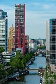 The Red Apple - Wijnhaveneiland (Rotterdam, the Netherlands). I remember that building from the train Visit Holland, South Holland, Places To Travel, Places To See, Travel Local, Italy Travel, Rotterdam Netherlands, Kingdom Of The Netherlands, Excursion