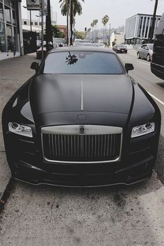 Black on Black Rolls Royce - Courtesy of by streetsfashions Rolls Royce Wraith, Rolls Royce Cars, My Dream Car, Dream Cars, Expensive Cars, Sport Cars, Exotic Cars, Luxury Cars, Luxury Homes