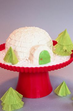 Turn a dome cake and cupcake into a winter wonderland in six surprisingly easy steps.