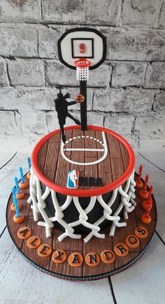 40 New Ideas Basket Ball Cake The Effective Pictures We Offer You About Basketball Cake with net A quality picture can tell you many things. Emoji Cake, Basketball Birthday Parties, Cupcake, Sport Cakes, Cakes For Boys, Savoury Cake, Themed Cakes, Cake Cookies, Beautiful Cakes