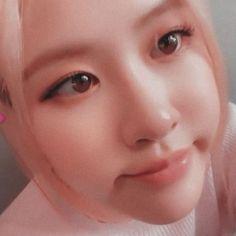 Kpop Aesthetic, Pink Aesthetic, Blackpink Icons, Selca, Rose Bonbon, Rose Icon, Rose Park, Blackpink Photos, Jennie Blackpink