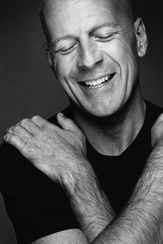Bruce Willis not only the sexiest man alive but his personality makes him even more handsome . love you Bruce Bruce Willis, Beautiful Men, Beautiful People, Celebridades Fashion, Celebrity Portraits, Famous Faces, Belle Photo, My Eyes, Movie Stars