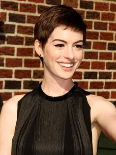 Celebrity Lookbooks: Anne Hathaway at Late Show With David Letterman, New York