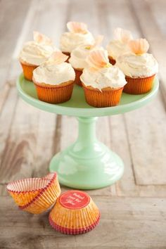 Paula Deen Old-Fashioned Cupcakes--> Favorite Cupcake Recipe Ever, not to sweet, super moist. perfect every time Fruit Recipes, Cupcake Recipes, Sweet Recipes, Cupcake Cakes, Cup Cakes, Dessert Recipes, Love Cupcakes, Yummy Cupcakes, Pastries