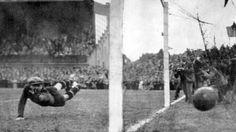 Siegtreffer für Schalke 04 im Endspiel der Deutschen Meisterschaft 1934. | Bildquelle: dpa