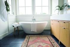 Superb shiplap cladding bathroom for your cozy home