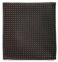 Pin for Later: 50 kreative Wichtelgeschenke unter 10 €  The Tie Bar schwarzes Einstecktuch mit Polka Dots (9 €)