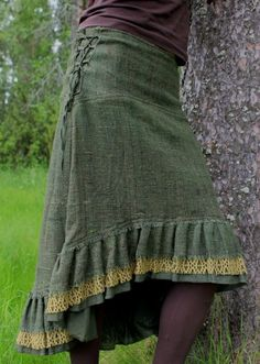 Skirt inspiration Make eyerings to tightened a skirt like a corset >>> definitely using this instead of hook-and-eye plus button Gypsy Style, Style Me, Boho Style, Polo Shirt Women, Polo Shirts, Boho Fashion, Fashion Outfits, Fashion Design, Beautiful Outfits