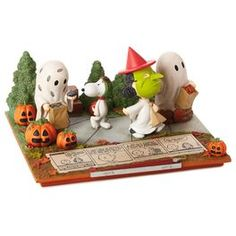 Peanuts fans will love Hallmark's collection of gifts, ornaments and cards featuring Charlie Brown, Snoopy and the whole gang. Charlie Brown Halloween, Peanuts Halloween, The Incredibles 1, It's The Great Pumpkin, Animal Society, Snoopy Love, Peanuts Gang, All Gifts, Retro Toys