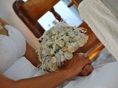 ramo de novia..  tema el  mar...  compuesto de conchas, caracoles, estrellas de mar, cristales  y plumas...