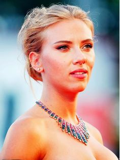 Scarlett Johansson showed off her ample assets in the deep neck dress she wore at the event. Beautiful People, Beautiful Women, Toronto Film Festival, International Film Festival, Celebs, Celebrities, Plunging Neckline, Scarlett Johansson, Celebrity Crush