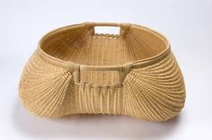 Aaron Yakim ) was born in Charleroi, PA. Yakim, along with Cynthia Taylor, operate White Oak Baskets in Parkersburg, WV. They make baskets collaboratively and as independent artists. Native American Baskets, Native American Indians, Native Americans, Old Baskets, Wicker Baskets, Mountain Crafts, Contemporary Baskets, Bamboo Art, Pine Needle Baskets
