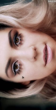 She is beyond beautiful -- love this vintage makeup #MarinaAndTheDiamonds