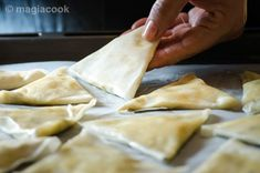 Τυροπιτάκια με φύλλο κρούστας | magiacook Cheese, Ethnic Recipes, Food, Essen, Meals, Yemek, Eten
