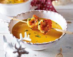 Kürbis-Kokos-Suppe mit Garnelenspieß