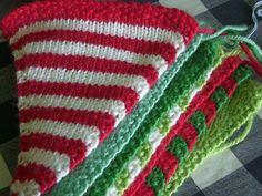 little woollie: Hand made Christmas Challenge. Christmas Bunting, Handmade Christmas, Christmas Diy, Crochet Christmas, Christmas Knitting Patterns, Crochet Patterns, Knitting Projects, Crochet Projects, Knitting Ideas