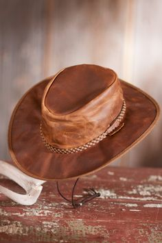 Crushable Oiled-Leather Hat with Chinstrap  70611 Sombreros Y Tocados b1ca4baa5aae