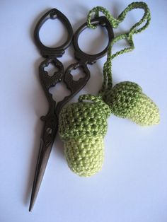 Que faire lorsqu'on a 1 heure à tuer Crochet Needles, Crochet Stitches, Crochet Patterns, Crochet Ideas, Crochet Leaves, Crochet Flowers, Love Crochet, Knit Crochet, Thing 1
