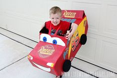 This DIY Lightning McQueen costume is amazing! Great step-by-step tutorial for anyone wondering how to build a Lightning McQueen Halloween costume this year! Especially with Cars 3 just coming out! Cars Halloween Costume, Lightning Mcqueen Costume, Disney Cars Party, Car Party, Disney Nursery, Baby Mouse, Jungle Party, Thomas The Train, Crib Bedding Sets