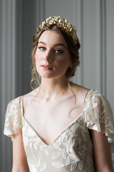 Wedding Hairstyles : Illustration Description Laurel Leaf Flower Crown Gold Leaf Tiara Gold flower tiara -Read More – Wedding Hairstyles With Crown, Crown Hairstyles, Bride Hairstyles, Flower Tiara, Flower Crown, Flower Headbands, Wedding Hair Flowers, Flowers In Hair, White Flowers