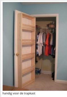Praktishe funtie deze deur is erg prakties je kan er je spullen in doen