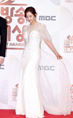 Yuri (Bok SeungAh) at 2018 MBC Entertainment Awards Red Carpet #대장금이보고있다 Seohyun, Snsd, Kpop Girl Groups, Kpop Girls, Kwon Yuri, Red Carpet Dresses, Girls Generation, Awards, Entertaining