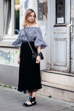 dbc2d3c768 A blusa indispensável no closet das fashion girls