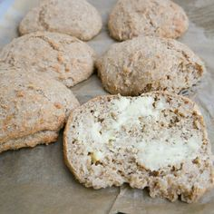 Svampede tebirkes | Mummum.dk Baking With Kids, Pudding Desserts, Bread Recipes, Gluten Free, Cookies, Scones, Drinks, Inspiration, Food Food