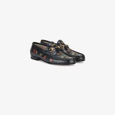 GUCCI EMBROIDERED  LEATHER HORSEBIT LOAFER. #gucci #shoes #