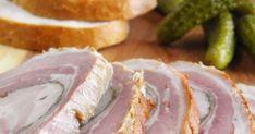 Warto poszukać ładnego, niezbyt tłustego kawałka surowego boczku, bo r olada z niego przygotowana nie dość że dobrze smakuje, to pięknie wyg... Camembert Cheese, Meat, Food, Kitchens, Essen, Meals, Yemek, Eten