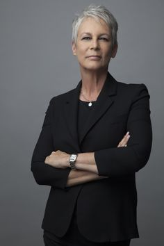 'Scream Queens' Star Jamie Lee Curtis On Cheerleading For Clinton And Returning To The Horror Fold Image source Jamie Lee Curtis, Scream Queens, Celebrity Red Carpet, Celebrity Style, Cheerleading, Stylish Older Women, Corporate Women, Photo Star, James Lee