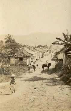 Puerto Rico...Caminos de tosca y piedras; caballos y yuntas de bueyes, eran medios de transportacion que solamente el que tenia terreno y un dinerito de mas podia obtener...que recuerdos!
