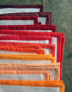 How perfect are these DIY linen Thanksgiving napkins?