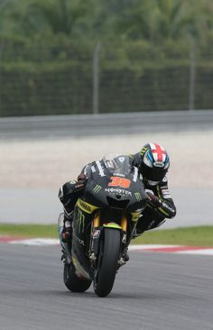 Bradley Smith acclimatizes to motogp more easily than some suggested he might- he gets a hard time in the UK, most prefering Redding or Crutchlow it seems but Herve Poncheral, boss of Tech3 Yamaha is not a fool. He thought it worth signing Brad when he was in moto2 for three years (virtually unheard of in bike racing) with a year remaining in moto2 and two guaranteed years in motogp. He has time to learn but was already nt far behind teammate Cal Crutchlow and within the top ten.