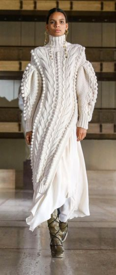 Knitwear Fashion, Knit Fashion, Fashion Show, Fashion Outfits, Fashion Design, Fashion Details, Women's Fashion, Knit World, Warm Dresses