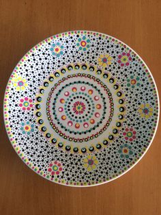 van Meggie Dot Art Painting, Mandala Painting, Ceramic Painting, Ceramic Art, Painted Ceramic Plates, Hand Painted Pottery, Hand Painted Ceramics, Pottery Painting Designs, Pottery Designs