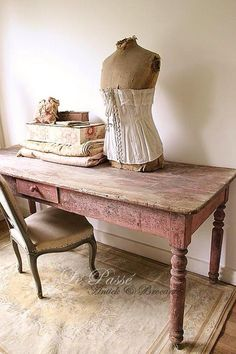 Lovely distressed pink painted table, shabby accessories